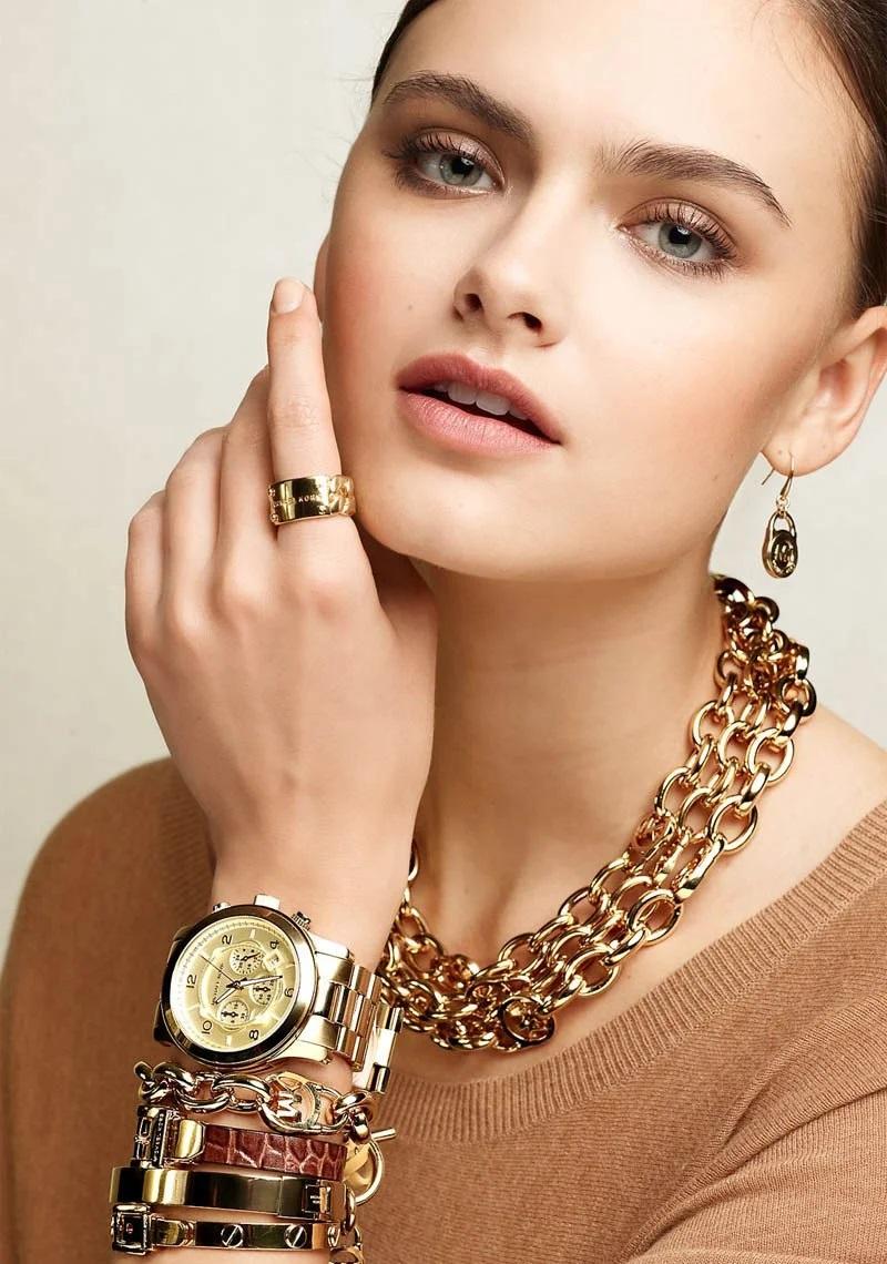 Девушка с браслетом картинки